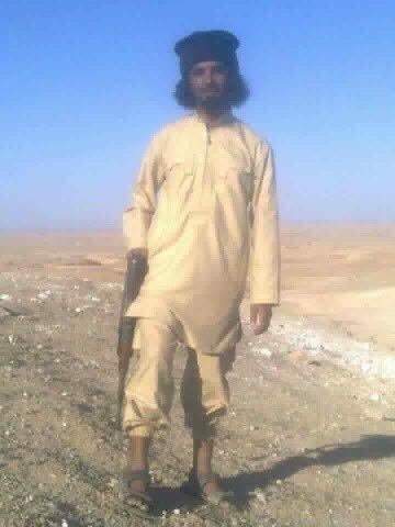 """العراق: صور حميمية لقاضٍ داعشي مع """"سبايا"""""""