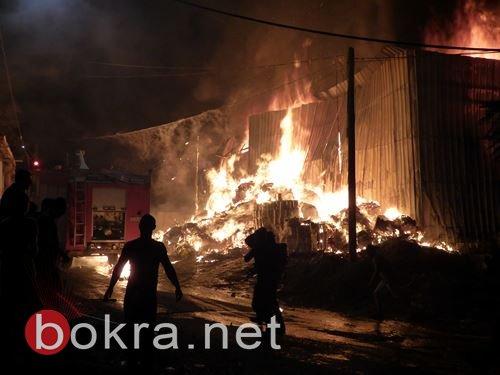حريق هائل يلتهم مصنعًا للزيوت في برطعة .. صور
