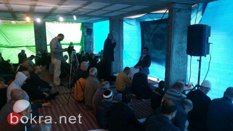 للجمعة الثالثة على التوالي: صلاة حاشدة بخيمة الاعتصام بعارة