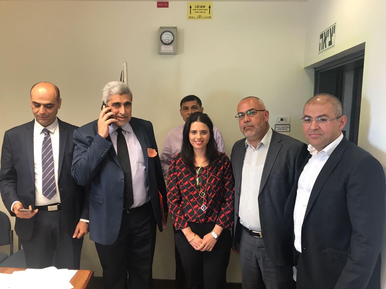 انتخاب هناء خطيب أول قاضية عربية في المحكمة الشرعية بالبلاد و4 قضاء عرب