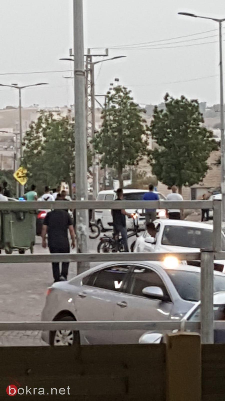 شباب رهط يرفضون استفزاز الشرطة، ومواجهات بين الشبان والشرطة