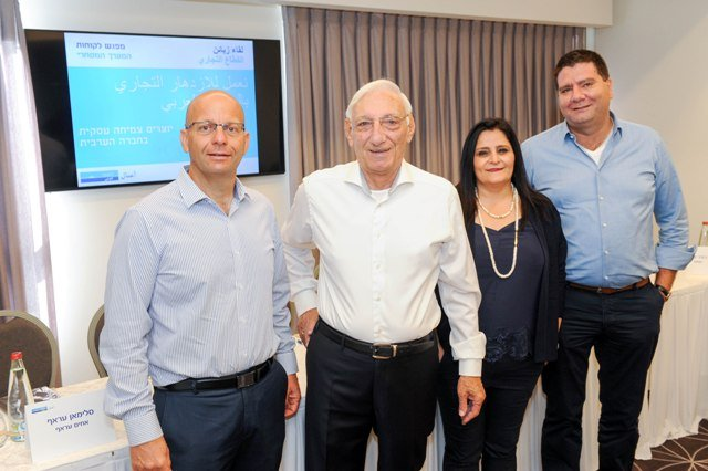 بنك لئومي مستمر في تعزيز النمو التجاري في المجتمع العربي