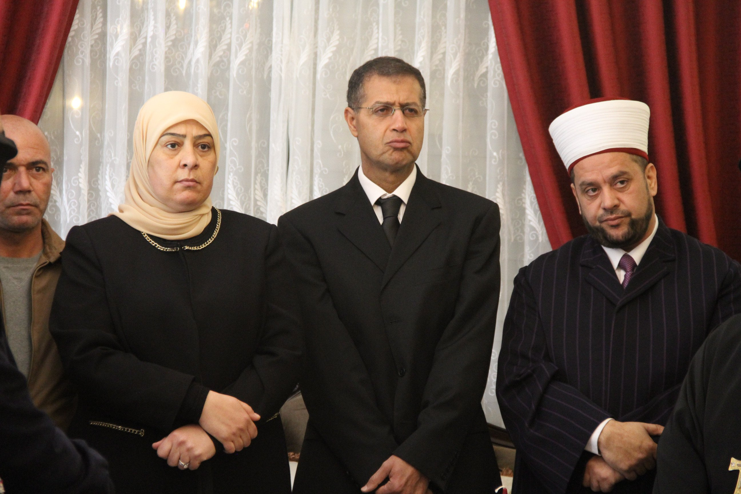 محافظ رام الله ورجال دين يزورون السفير المصري ويؤكدون أن الألم واحد