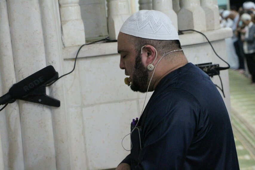 ام الفحم: العشرات يؤدون صلاة التراويح الاولى بمسجد الفاروق