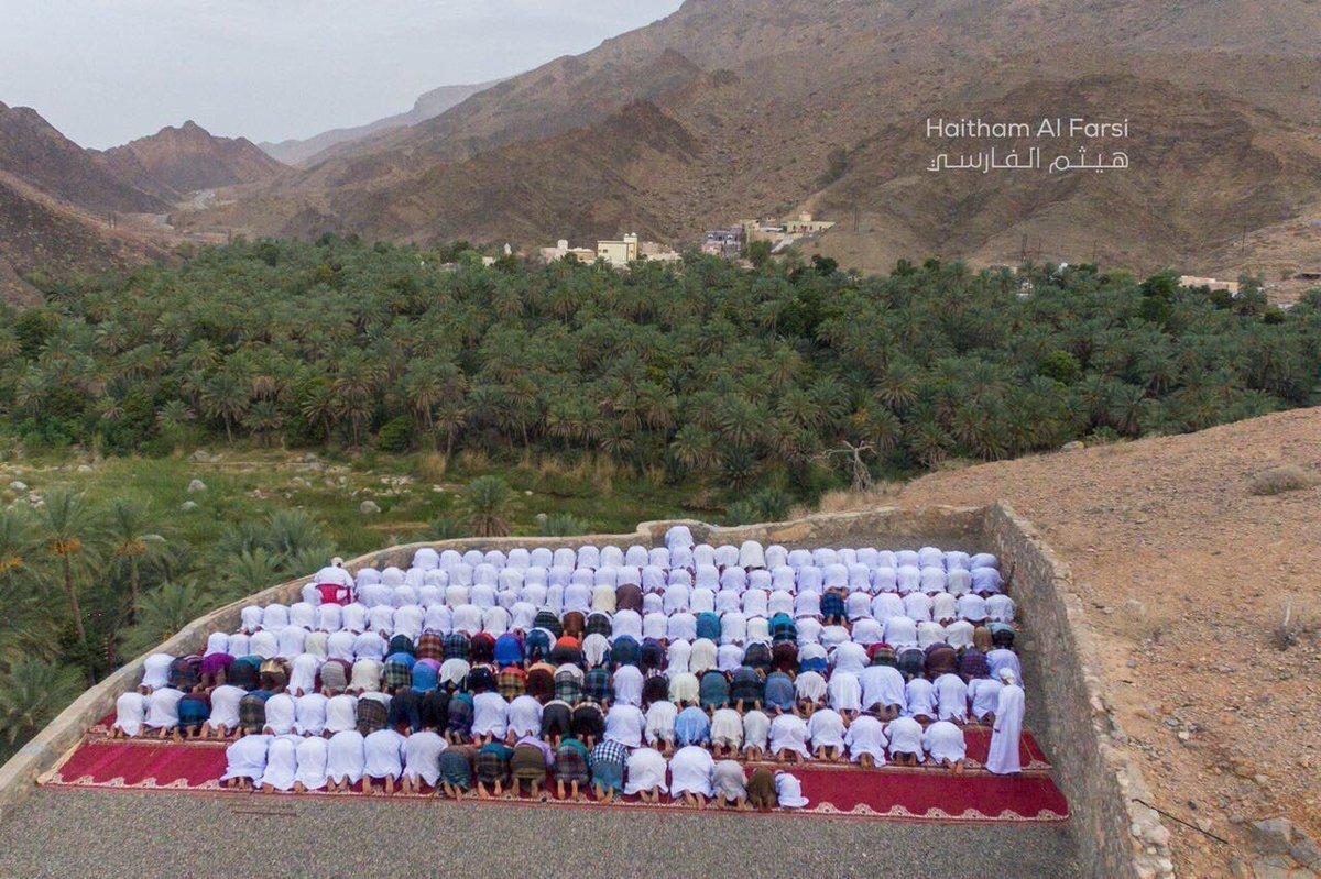 مسلمو عُمان والمغرب وايران يحتفلون اليوم بعيد الفطر