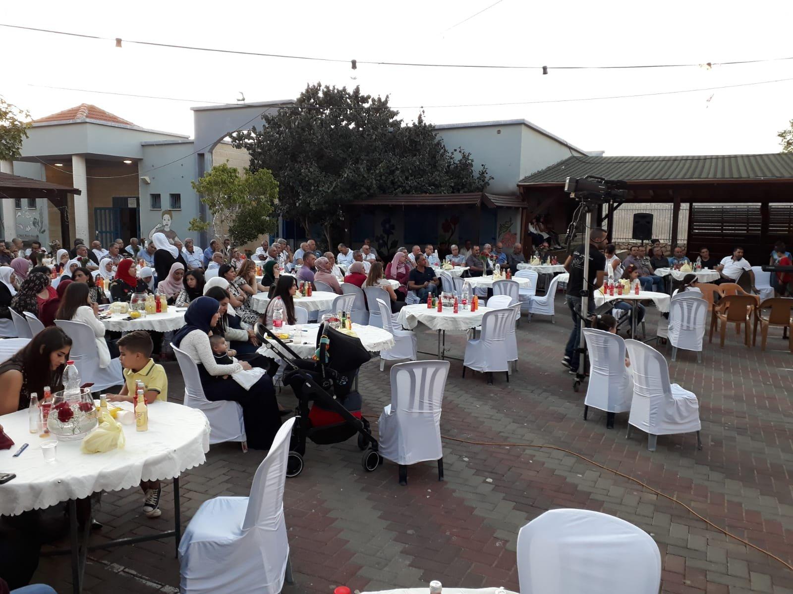 بحفل مؤثر ومميز تنظمه اسرة البيروني بعرابة لمدير المدرسة الاستاذ هاشم شمالي