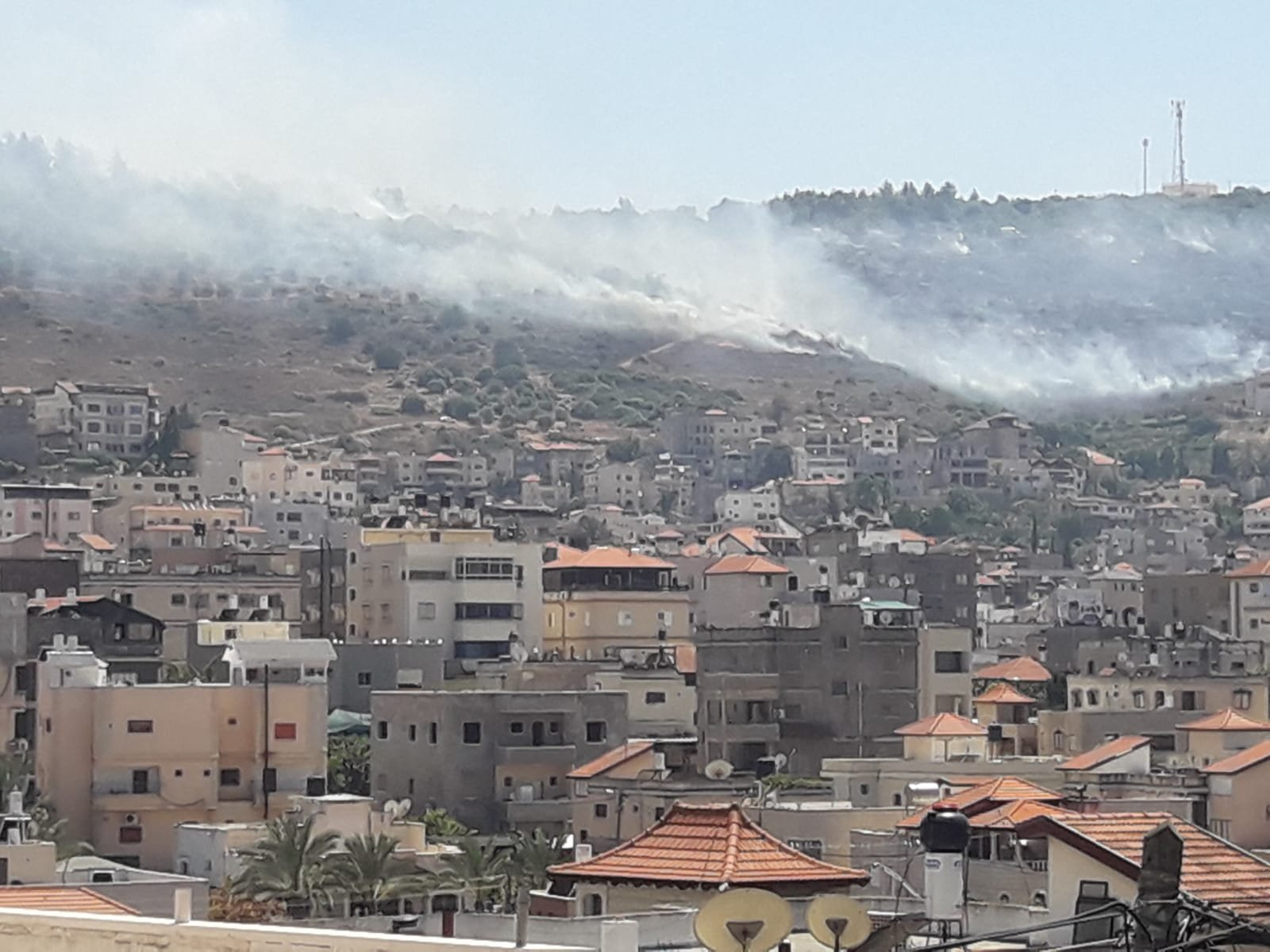 اندلاع حريق في منطقة وعرة بين سخنين ويودفات