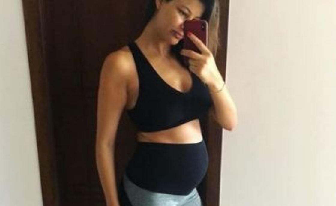 صورة.. ريم السعيدي رشيقة في الأسبوع الـ27 من الحمل