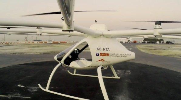 دبي تختبر أول تاكسي طائر في العالم بدون قائد