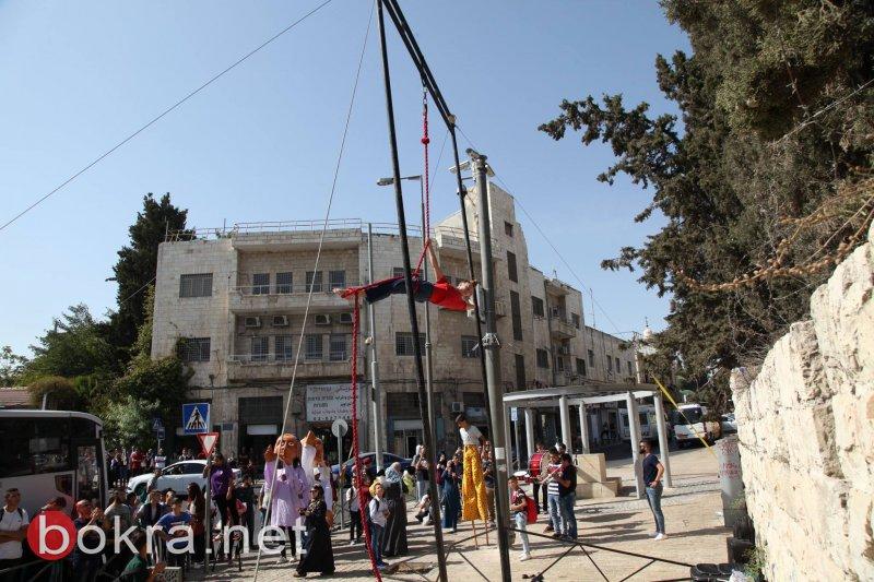 خمسة عروض فنيّة بنفس الوقت .. كرنفال الشارع في القدس