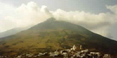 بركان سترومبولي اهم المزارات السياحية في ايطاليا
