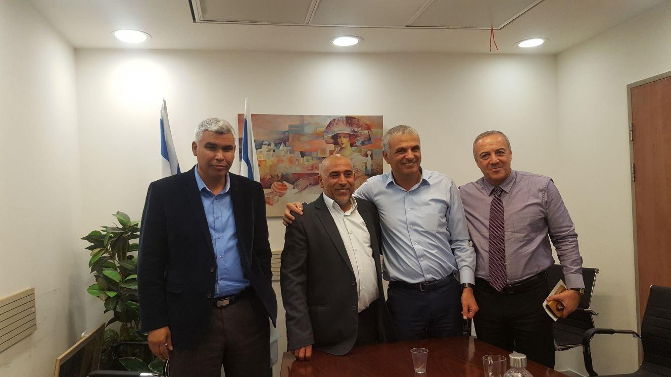 النائبان ابو عرار والخرومي يطرحان قضايا النقب بإسهاب على وزير المالية