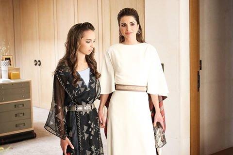 إطلالة رائعة للملكة رانيا وابنتها في عيد استقلال الاردن