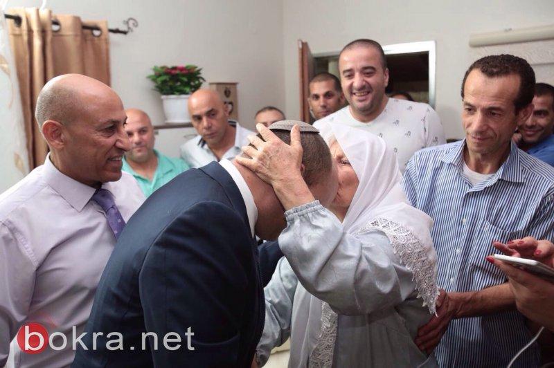 بعد عام من وفاة ولديه اختناقًا داخل سيارة: المربي قاسم أسدي يزرق بـأحمد
