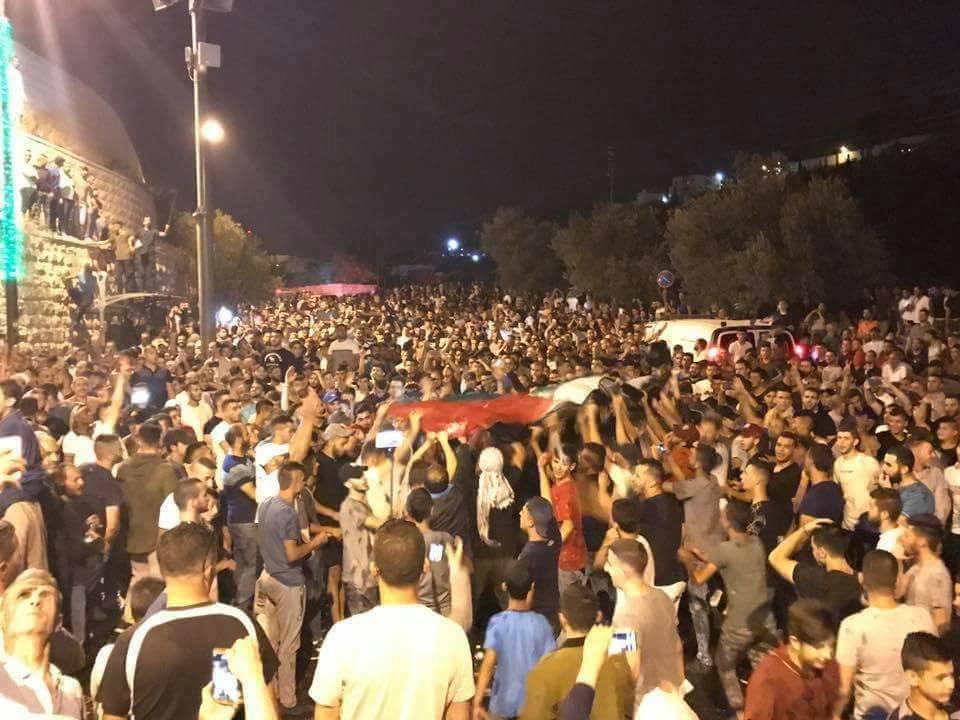 وانتصرت إرادة الشعب في القدس .. اسرائيل تزيل كافة الجسور والممرات واحتفالات بين المقدسيين