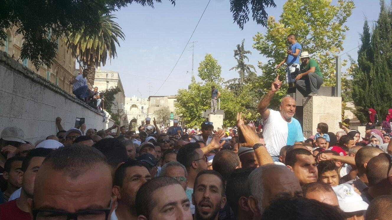 إصابات باقتحام إسرائيلي عنيف للأقصى