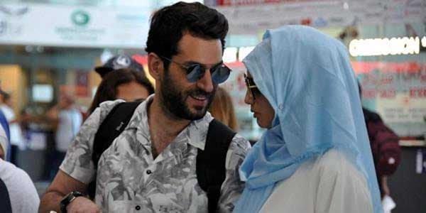 مراد يلدرم ينشر صوراً تجمعه بملابس الاحرام مع زوجته