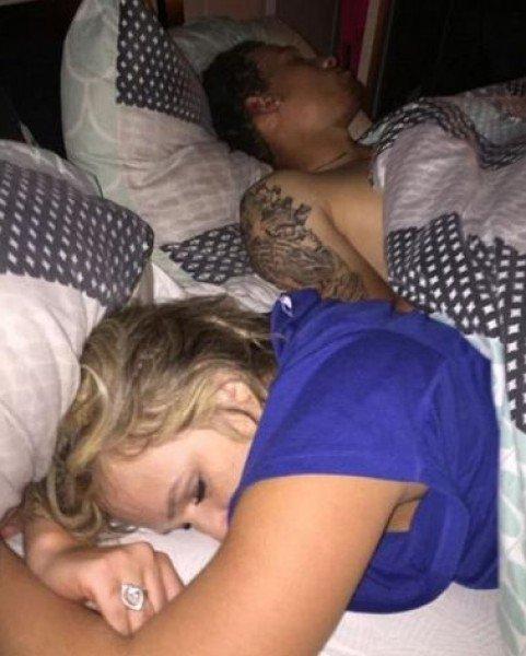 انتقم من خيانه حبيبته بنشر صورها مع عشيقها على السرير!