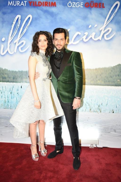 رومانسية مراد يلدريم وإيمان تخطف الأضواء خلال افتتاح فيلمه الجديد