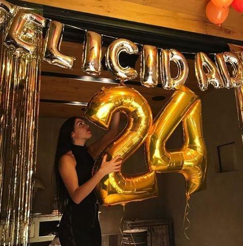 هكذا احتفلت صديقة رونالدو بعيد ميلادها.. كم أصبح عمرها؟!