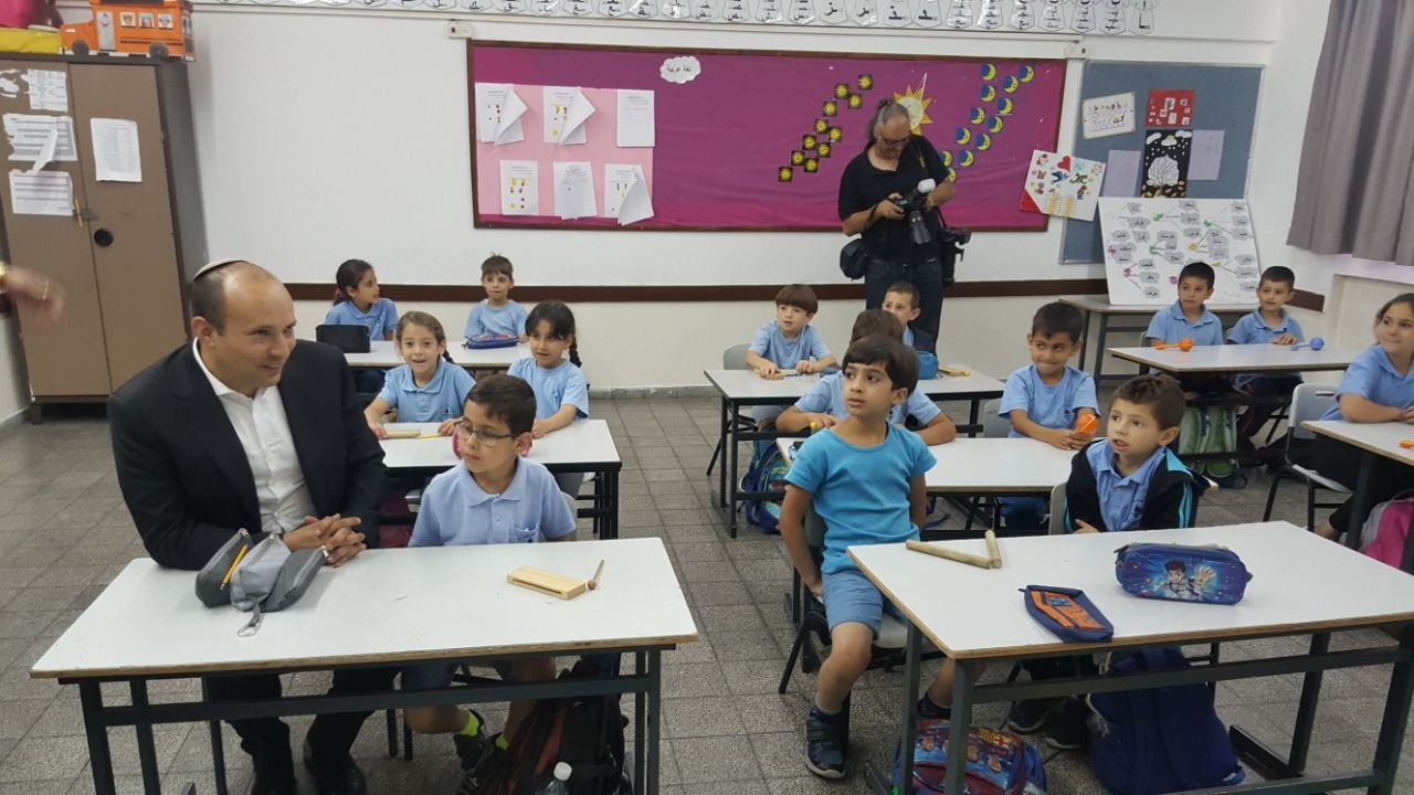 الوزير بينت : سنقدّم الدعم للقيادة في بلدة أبو غوش بهدف النهوض بجهاز التعليم ورفع التحصيل العلمي