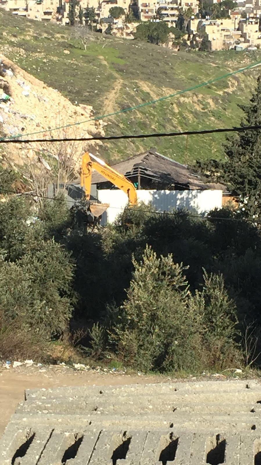 القدس: يد الهدم تطال اكثر من 20 كشكاً في العيساوية