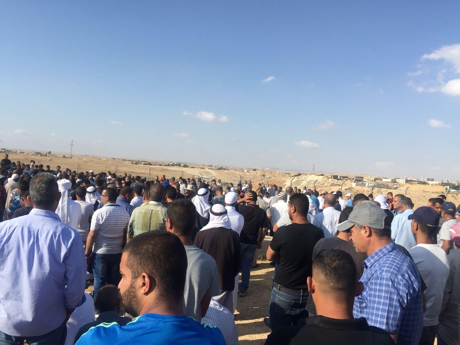 النقب: المئات يشيعون جثمان نايف ابو قويدر