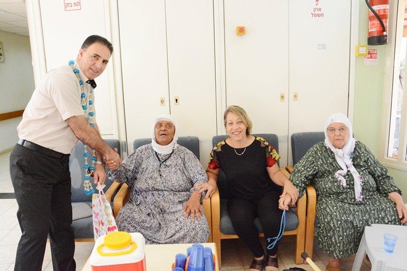 رئيس مجلس كفرمندا يعايد المسنين بمناسبة حلول عيد الاضحى المبارك