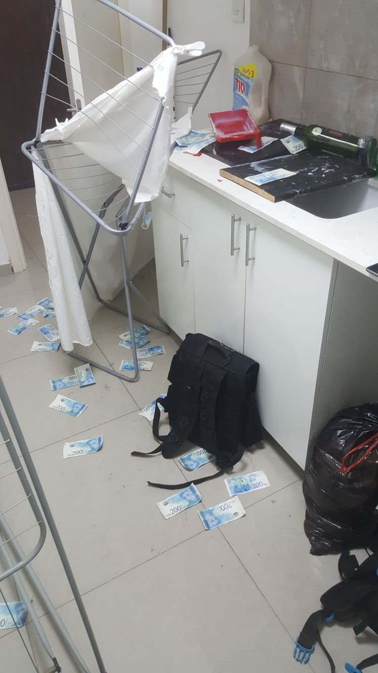 كريات بيالك: مداهمة معمل تزييف للأوراق المالية واعتقال 6 مشتبهين