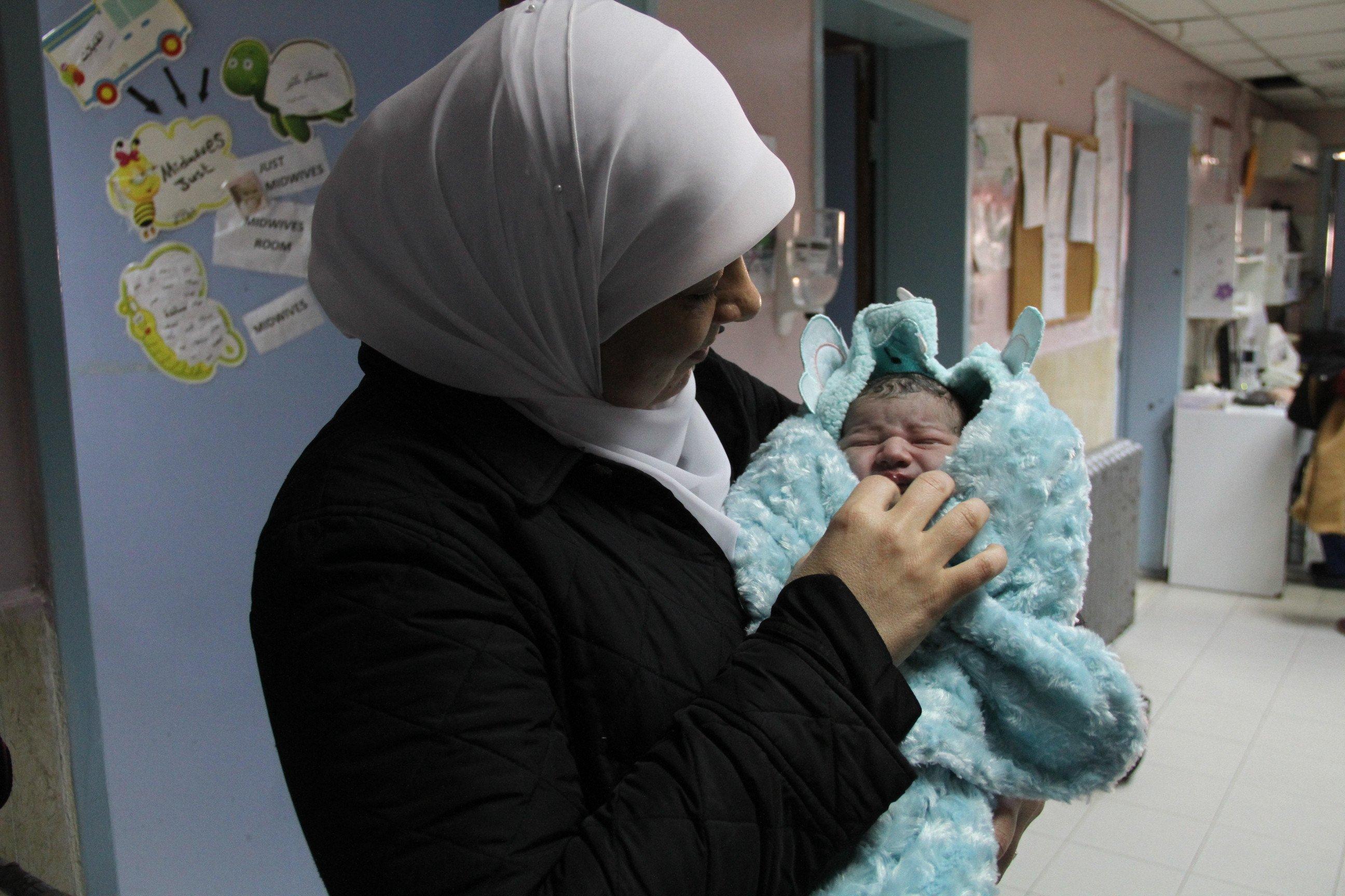 تشييع جثمان الشهيد الطفل ليث ابو نعيم وتستقبل ليثا جديدا من ذات البلدة