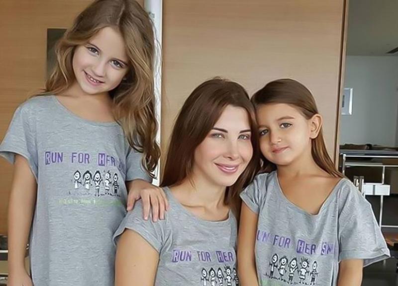 إيلا إبنة نانسي عجرم تروّج لعمل والدتها الجديد
