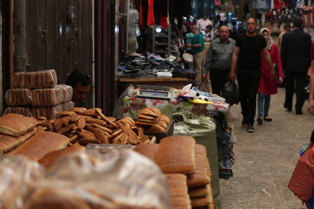 أسواق الضفة تشهد حركة تجارية نشطة