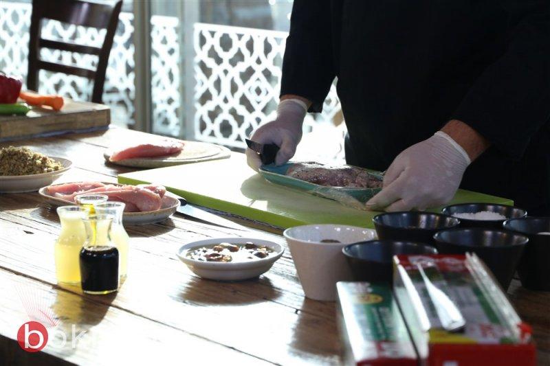 طبق اليوم ، ع الطاولة مع تشرين: سلطة الفريكة مع صدر الحبش المنقوع وأوراق الجرجير