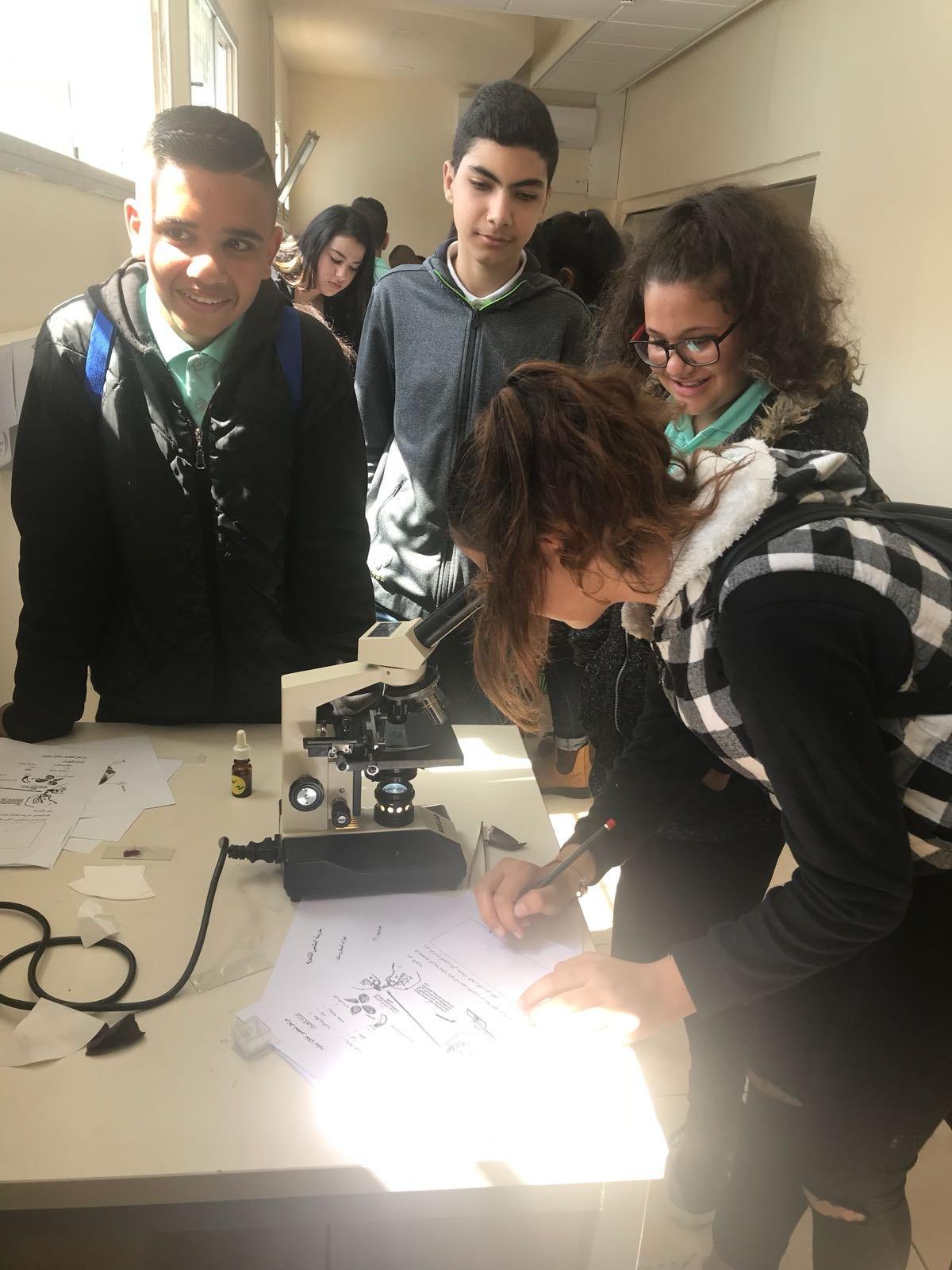 الصفّ العلميّ المتميّز في مدرسة المتنبّي حيفا يحتفي برمضان
