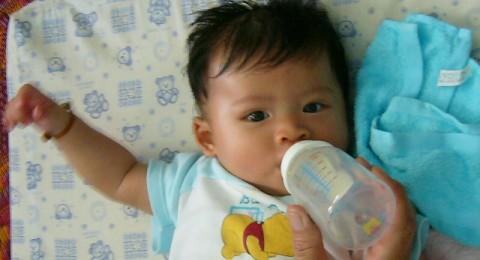 دراسة: الرضاعة الطبيعية تحمي الأطفال من أمراض الكبد