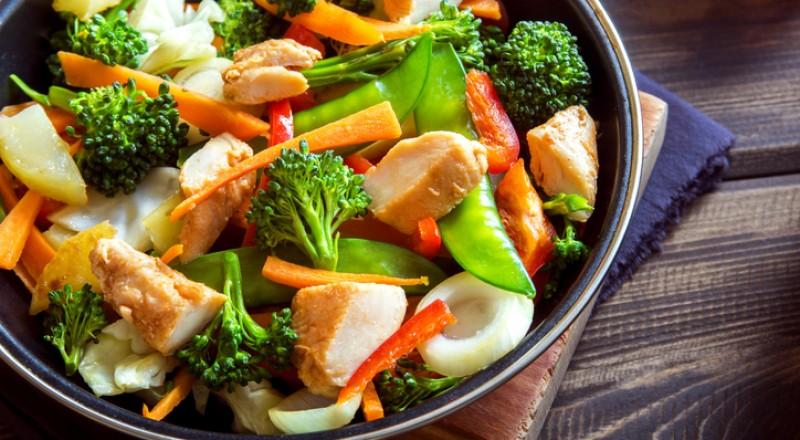 طريقة الدجاج صيني بصوص الصويا والخضار