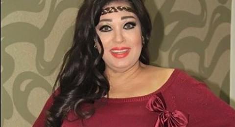 فيفي عبده بالبشت السعودي: بحبكم وخمسة مواه