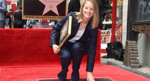 كريستين ستيوارت تشارك جودي فوستر فرحتها بعد منحها نجمة هوليوود