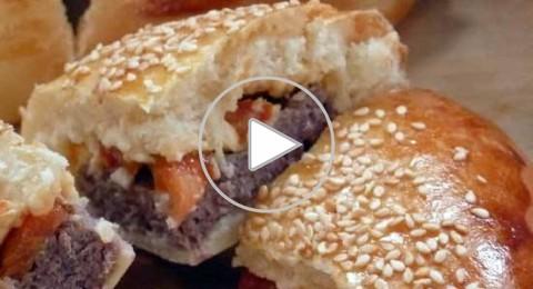 فطائر الهامبورجر مقدمة من مطبخ منال العالم