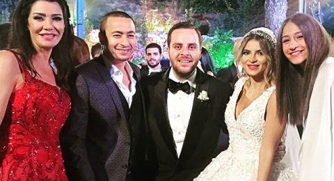"""ليلى علوي وإيمان العاصي يرقصن في زفاف نجل منتج """"الهيبة"""""""