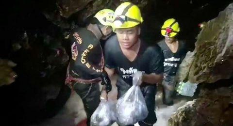 مصرع أحد الغواصيين لدى إنقاذ اليافعين المحاصرين في كهف تايلاند
