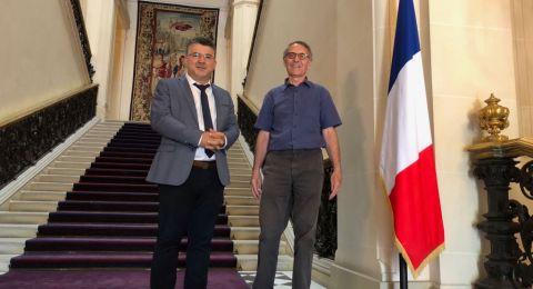 النائب جبارين في فرنسا: اهتمام كبير بالخان الاحمر وقانون القومية اليهودية