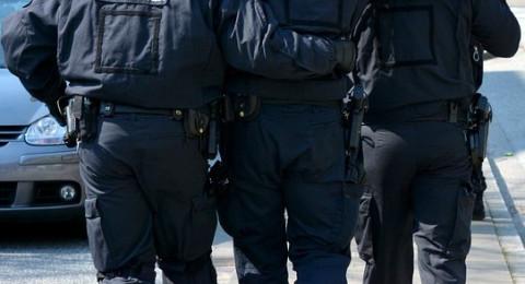 شرطيان مشتبهان بالسرقة أثناء التفتيش عن مخدرات!