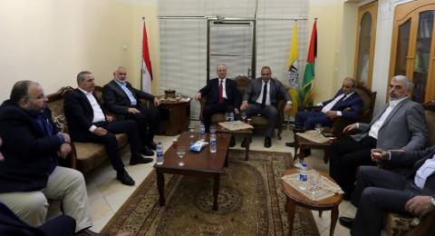 المصالحة الفلسطينية: رئيس الوزراء الفلسطيني يلتقي بقادة حماس وفتح في غزة