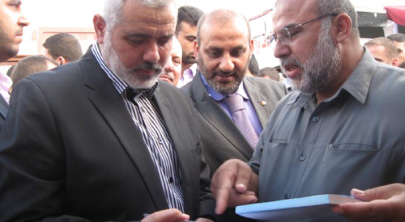 هنية يهاتف عباس ويستعرضا ترتيبات استقبال الحكومة والمناخ الإيجابي