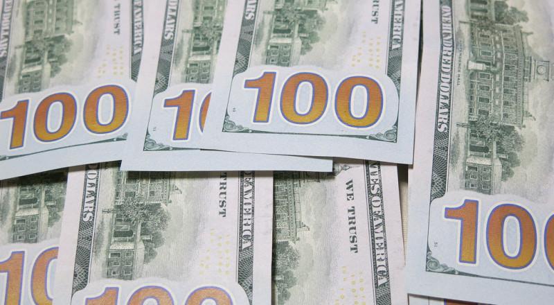 الدولار يسجل أعلى مستوى منذ آب