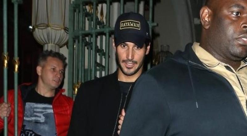 """الملياردير السعودي يرتدي قبعة """"حيوان"""" للقاء المغنية ريهانا في لندن"""