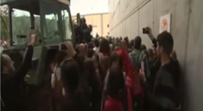 استفتاء كتالونيا..مواجهة مع الشرطة في برشلونة