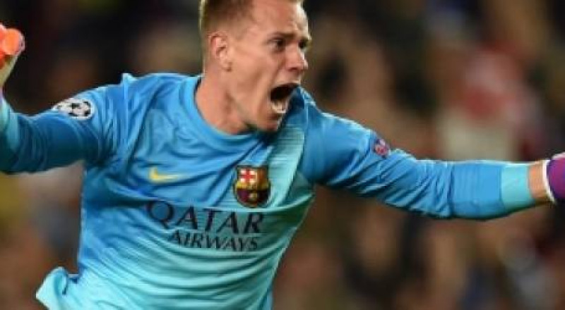 بايرن ميونيخ يخطط لخطف حارس برشلونة من أجل تعويض نوير