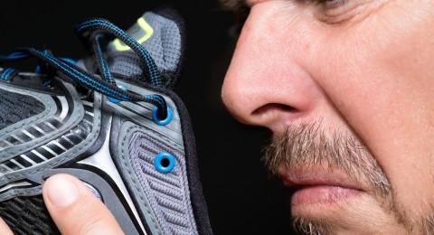 4 وصفات لإزالة روائح الأحذية الكريهة
